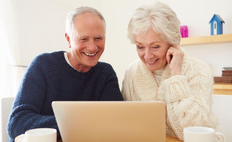 Quelle banque en ligne choisir pour les seniors ?